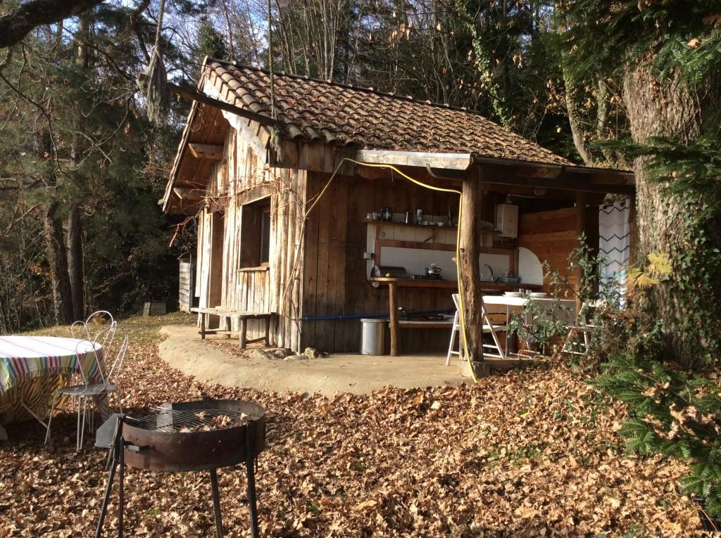 cabane ecologique insolite au pied des pyren es. Black Bedroom Furniture Sets. Home Design Ideas